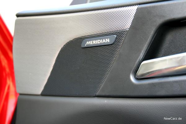 NewCarz-Jaguar-XE-S-14