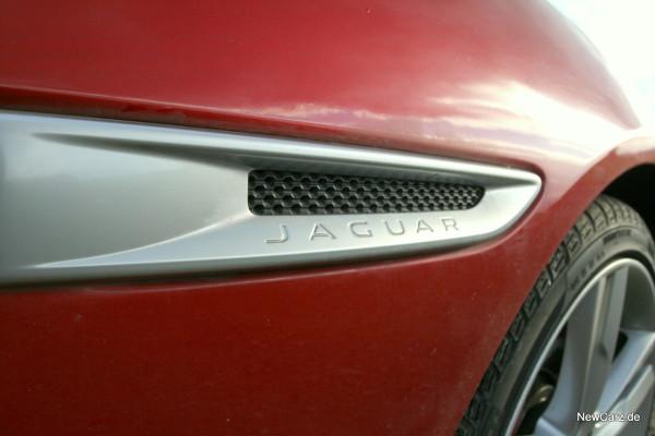 NewCarz-Jaguar-XE-S-19