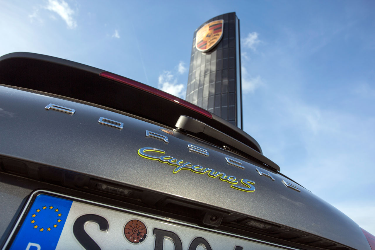 NewCarz Porsche Solarpylon Berlin Adlershof