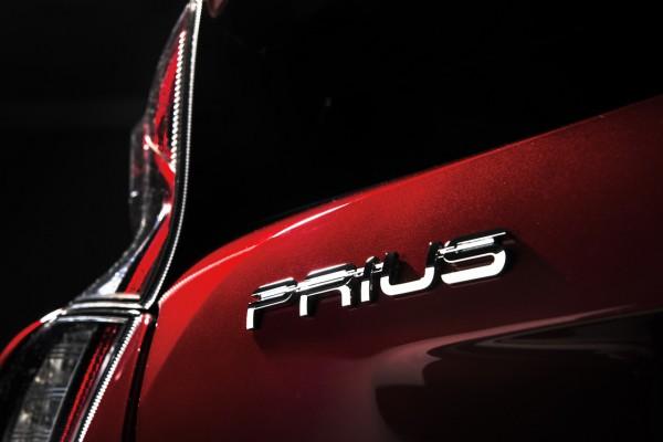 NewCarz-Toyota-Prius-05