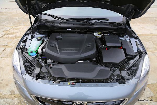 NewCarz-Volvo-V40-2016 (31)