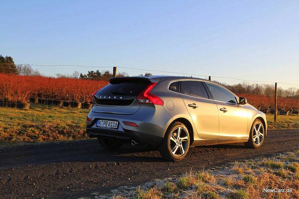 NewCarz-Volvo-V40-2016 (50)