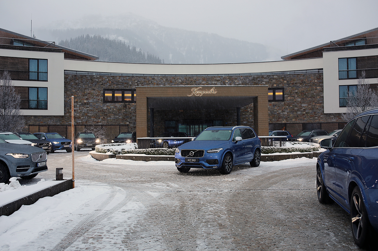 NewCarz Volvo XC90 Winter Kempinski Berchtesgaden