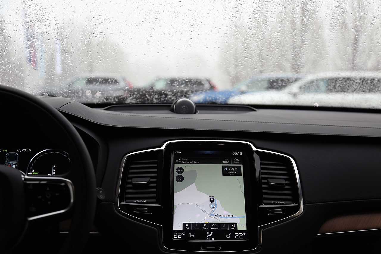 NewCarz Volvo XC90 Navigation
