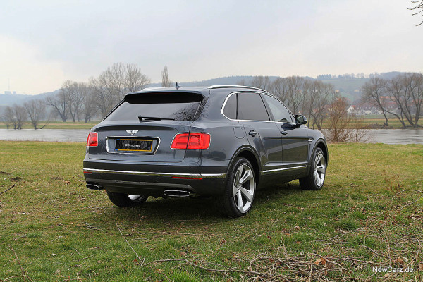NewCarz-Bentley-Bentayga (10)
