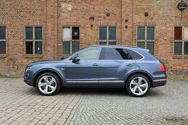NewCarz-Bentley-Bentayga (30)