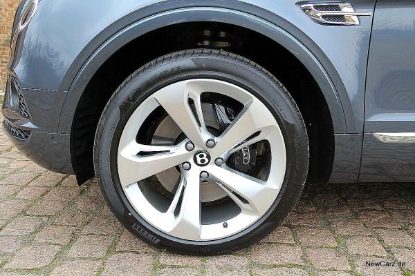 NewCarz-Bentley-Bentayga (32)
