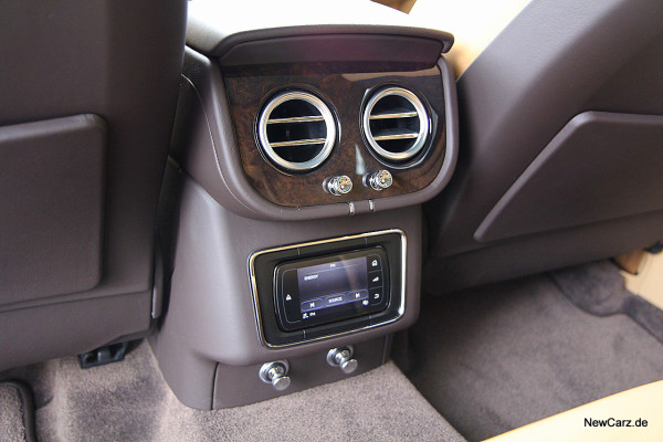 NewCarz-Bentley-Bentayga (47)