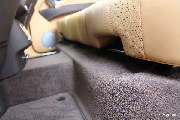 NewCarz-Bentley-Bentayga (7)