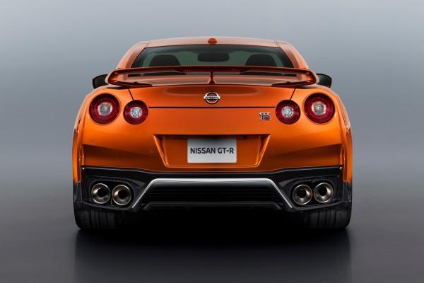 NewCarz-Nissan-GT-R-2017-03