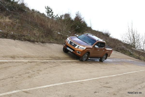 NewCarz-Nissan-Navara-09