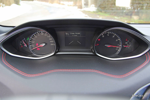 NewCarz-Peugeot-308-GT (32)