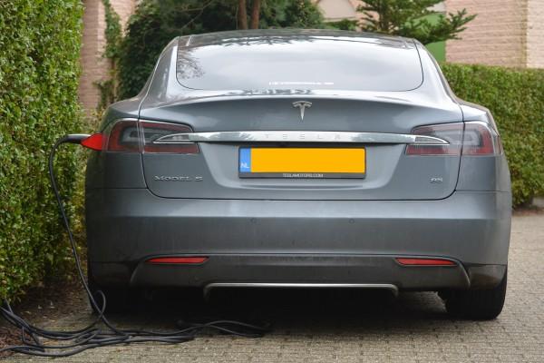 NewCarz-Tesla-ModelS-ezuschuss