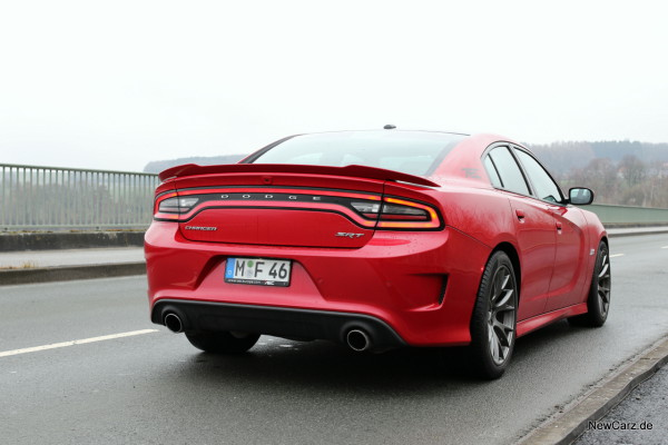 NewCarz-Dodge-Charger-SRT-01
