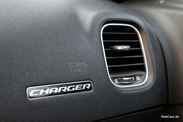 NewCarz-Dodge-Charger-SRT-06