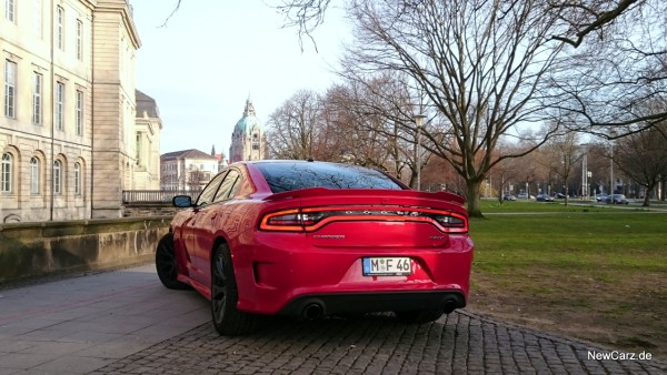 NewCarz-Dodge-Charger-SRT-14
