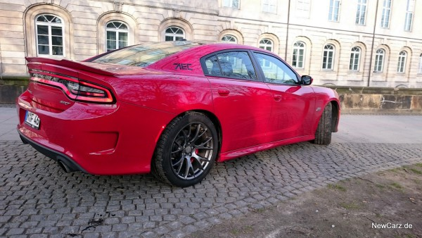 NewCarz-Dodge-Charger-SRT-16