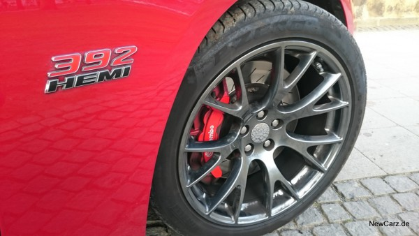 NewCarz-Dodge-Charger-SRT-17