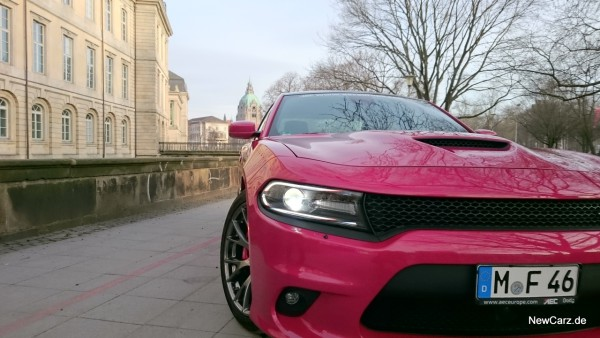 NewCarz-Dodge-Charger-SRT-18