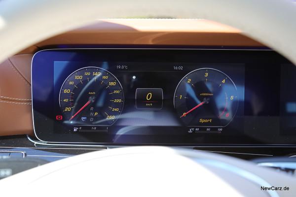 NewCarz-Mercedes-Benz-E-Klasse-Display