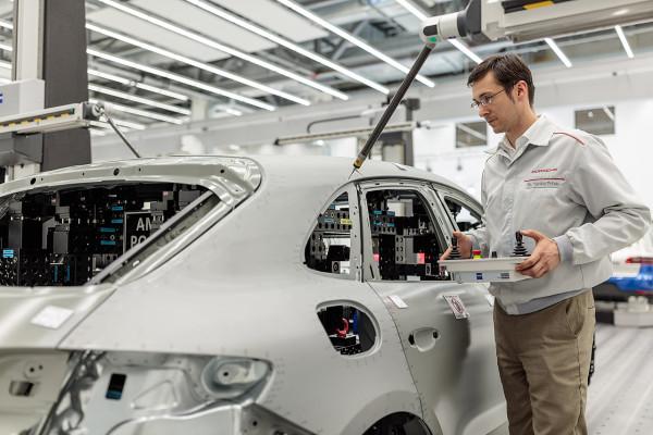 Neu eröffnetes Qualitätszentrum (QZ) der Porsche Leipzig GmbH am 02.05.2016