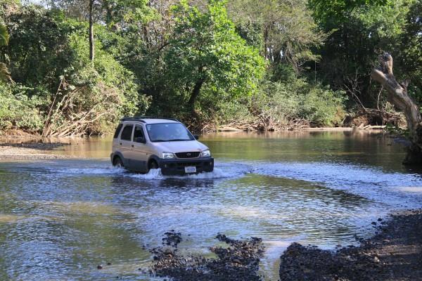 NewCarz-Wasser-im-Auto-1
