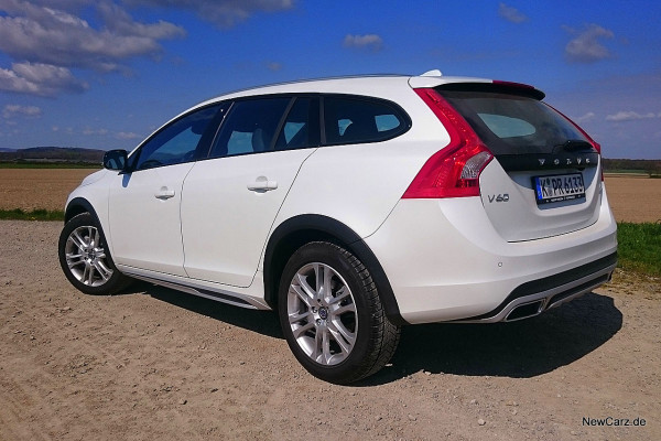 NewCarz-Volvo-V60-Cross-Country-04