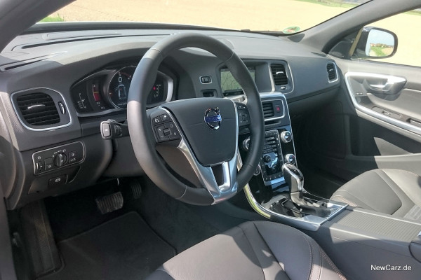 NewCarz-Volvo-V60-Cross-Country-15