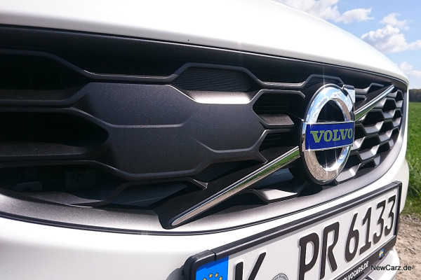 NewCarz-Volvo-V60-Cross-Country-23