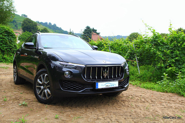 Maserati Levante schräg vorn rechts