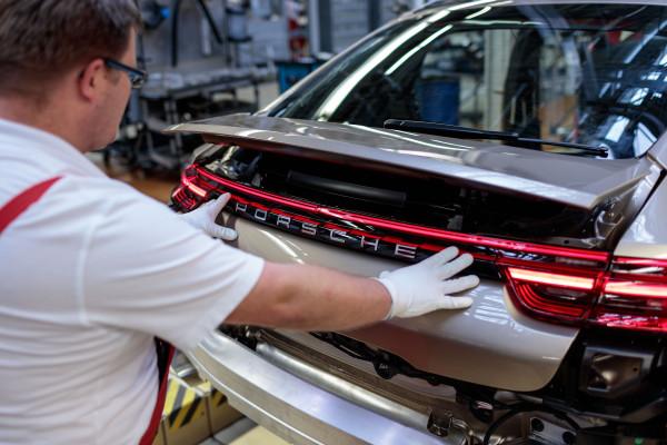 Panamera G2 Vorserienfahrzeug in der Montage am 15.04.2016