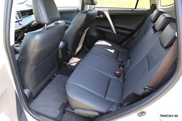 NewCarz-Toyota-RAV4-2016 (26)