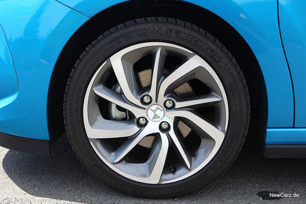 NewCarz-DS3-2016 (10)