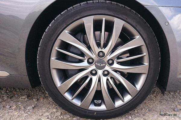 NewCarz-Hyundai-Genesis-03