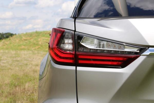 NewCarz-Lexus-RX-200t-11