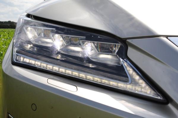 NewCarz-Lexus-RX-200t-12