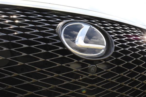 NewCarz-Lexus-RX-200t-13