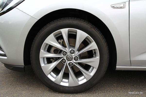 NewCarz-Opel-Astra-Sports-Tourer (15)