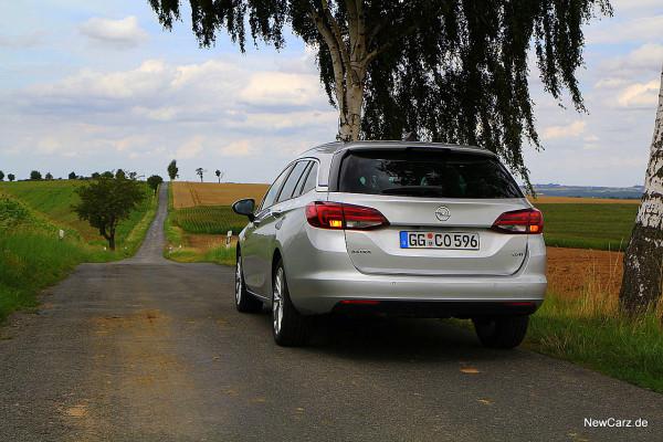 NewCarz-Opel-Astra-Sports-Tourer (19)
