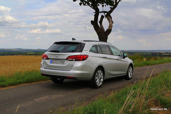 NewCarz-Opel-Astra-Sports-Tourer (21)