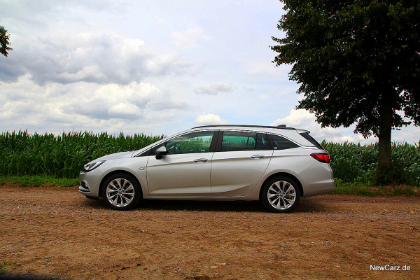 NewCarz-Opel-Astra-Sports-Tourer (22)