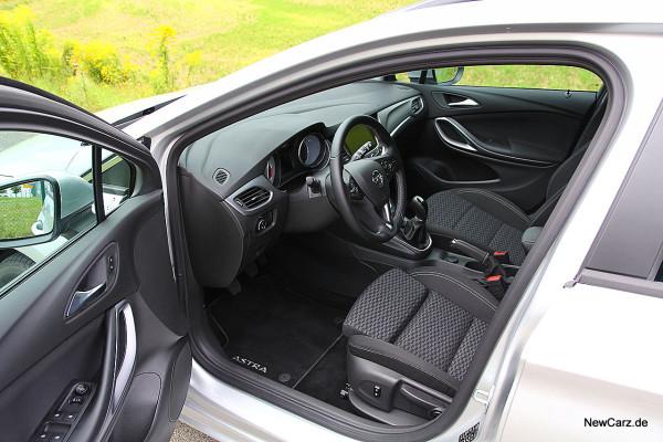 NewCarz-Opel-Astra-Sports-Tourer (5)