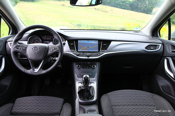 NewCarz-Opel-Astra-Sports-Tourer (9)