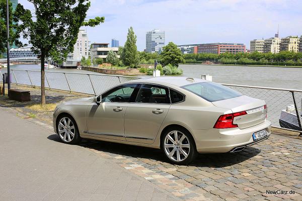 NewCarz-Volvo-S90-D5 (9)