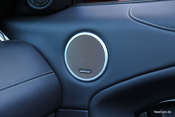 NewCarz-Range-Rover-Evoque-Cab (48)