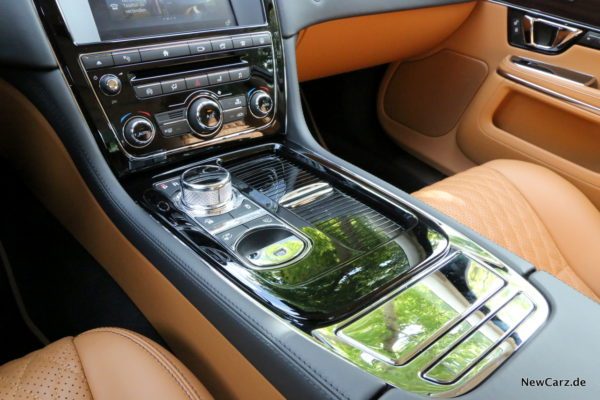 newcarz-jaguar-xj-portfolio-16