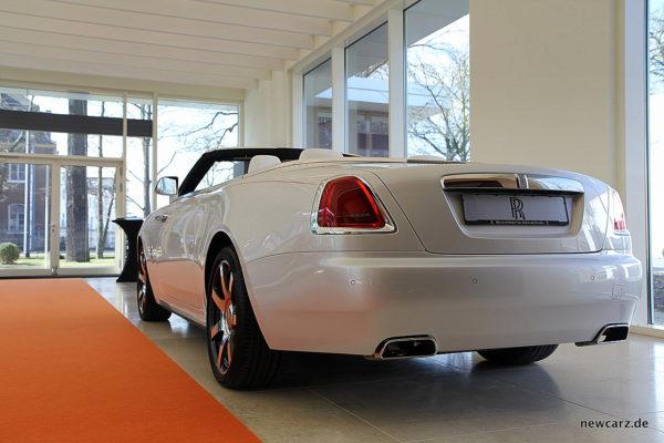 Rolls-Royce Dawn schräg hinten