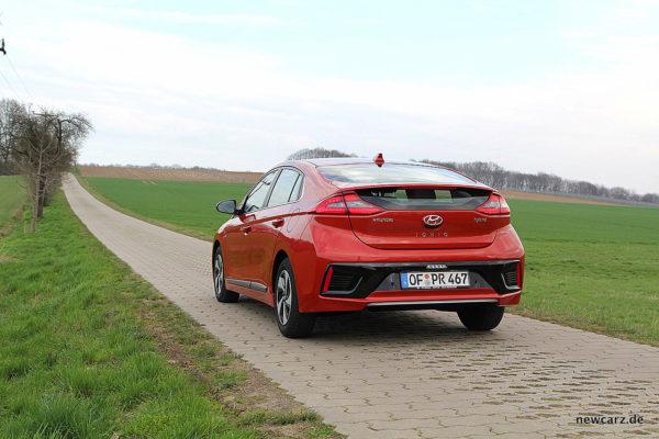 Hyundai IONIQ Hybrid schräg hinten