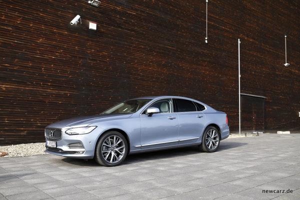 Volvo S90 schräg vorn
