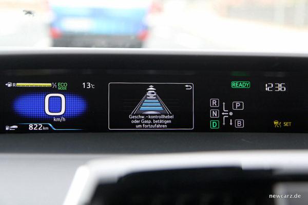 Toyota Prius IV Cockpit 2